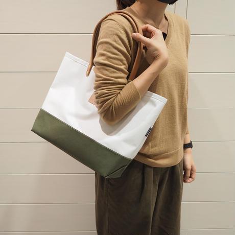 Two Fabrics Mトート(ホワイト×カーキ)