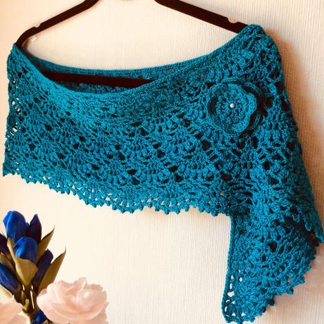*かぎ針編み*ブルーのストール*バラのブローチ付き*