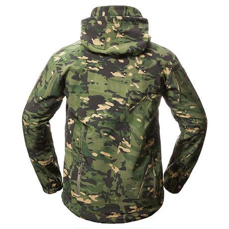 サバゲー 戦術 防寒 ソフトシェル ミリタリージャケット エアガン サバゲー向きフード付き迷彩マルチカム擬態 ミリタリーアウター上着 タフな素材  冬 winter向け