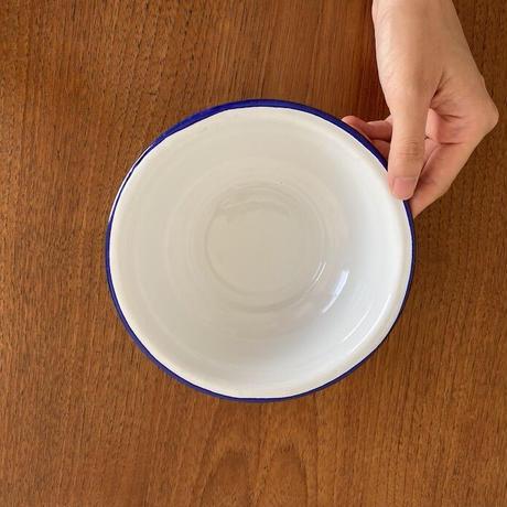 タイの紺ぶちで白いボウル