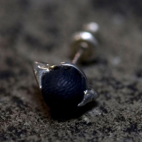 EARRING of THE CLAW'ROUND'  T.A.S x DEW
