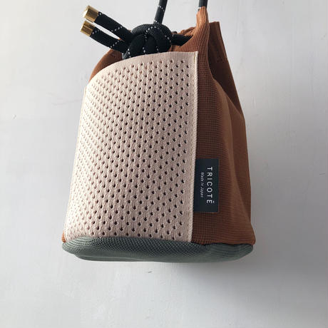 TRICOTÉ   メッシュポケットハンドバッグ  BROWN