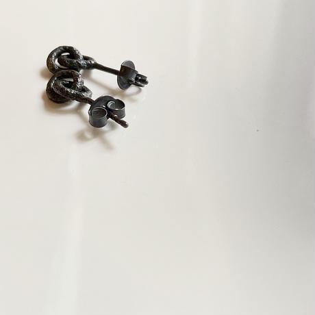 Jona    00 pierce / black