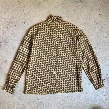 バックボタン 長袖シャツ