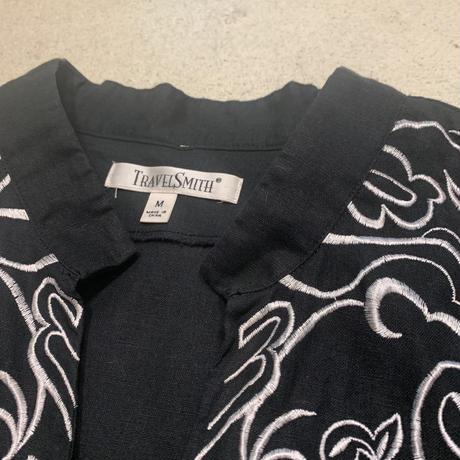 プルオーバー刺繍シャツ