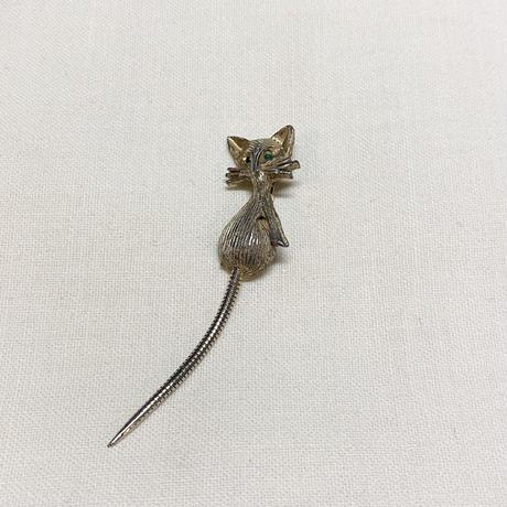 尻尾の動くネコブローチ