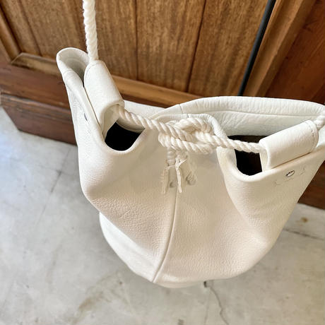 Inswirl SHOULDER DUFFLE BAG【WHITE】
