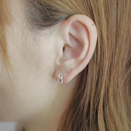 Jona    00 pierce / white