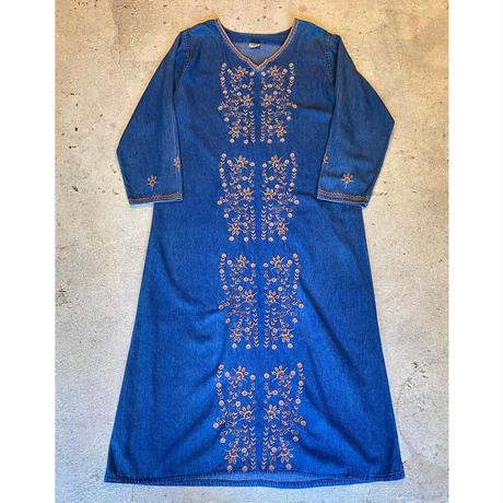 デニムワンピース 刺繍