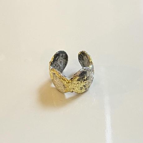 Jona    dot ear cuff / white (S)
