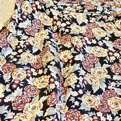 フロントシェルボタン 花柄スカート