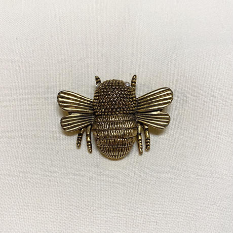 ハチブローチ