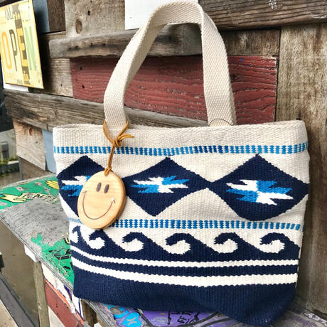 Smile wood charm付き Wave tote bag