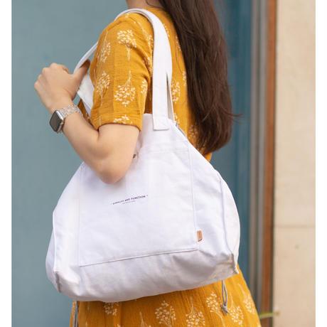 箱型にも巾着にもなる、大容量のトートバッグ square purse tote