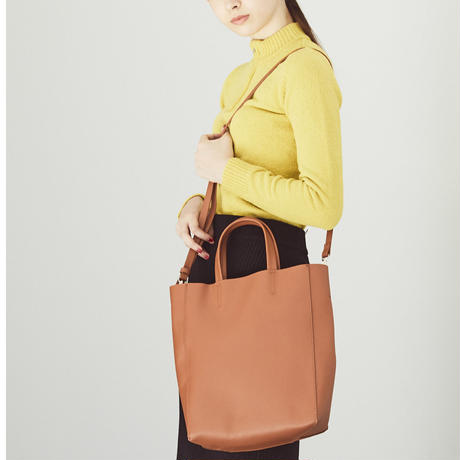 贅沢に牛革(床革)を使用・ベーシックな形が使い易いuseful box shoulder