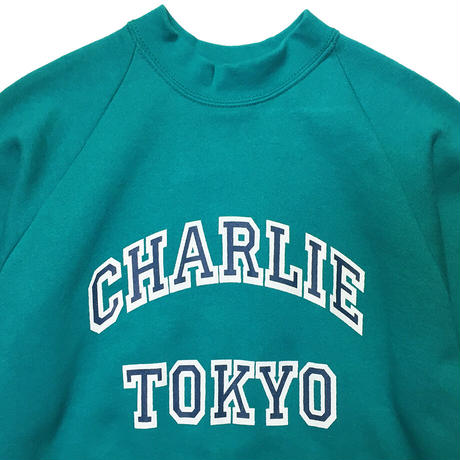 THE CHARLIE TOKYO COLLEGE LOGO SWEATSHIRT (TURQUOISE × NAVY)