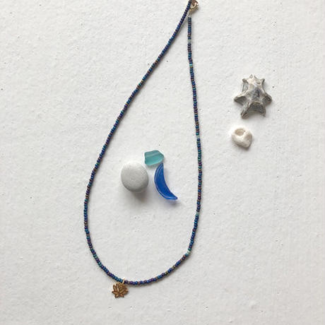 ロータスチャームのネックレス