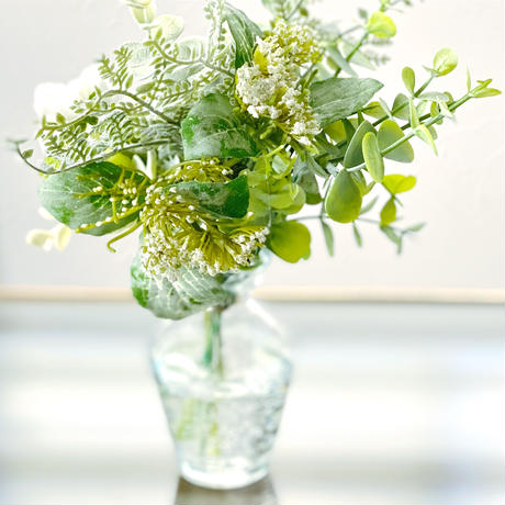 野薔薇とグリーン〜春の訪れ〜お手入れ不要!水ジェルに生けた花瓶付きアーティフィシャルフラワー