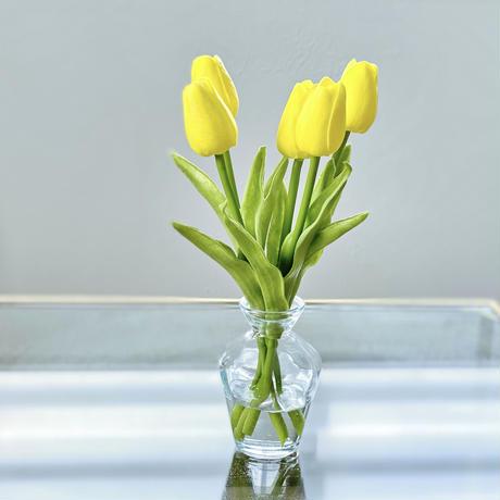 チューリップを水ジェルに生けた〜お手入れ不要〜yellowのアーティフィシャルフラワー