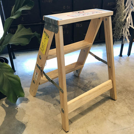 WOOD STEP LADDER / SIZE 2