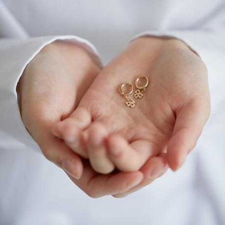 ミニクローバーのピアリング*3色の宝石
