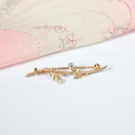 ダイヤモンドとパールの枝ブローチ