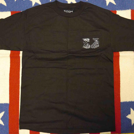 "DOOM SAYERS ""SNAKE SHAKE"" S/S-POCKET Tシャツ (BLACK"