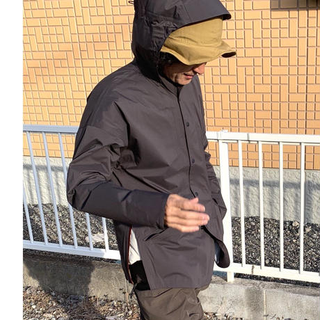 AXESQUIN/ヤマニノボッタカモシレナイ rain shell