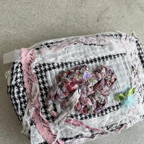 手編みモチーフのポーチ