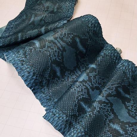 ヘビ革【一匹】藍染/マット仕上げ/Dパイソン腹割り/ 0378