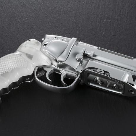 Tomenosuke Blaster 2049 Stunt Model Platinum