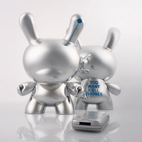"""Too Many Cell Phones 8"""" Dunny Silver Edition by Zeitgeist Toys"""