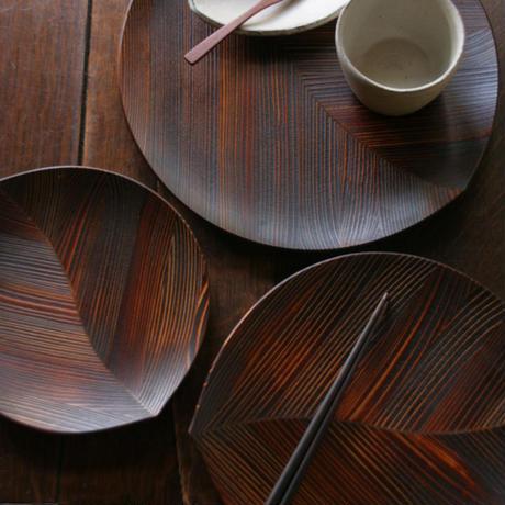 漆の木の葉皿(中サイズ27×24.5cm)杉の木クラフト
