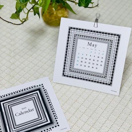 2019年カレンダー「白黒な幾何学模様の額縁風カレンダー」