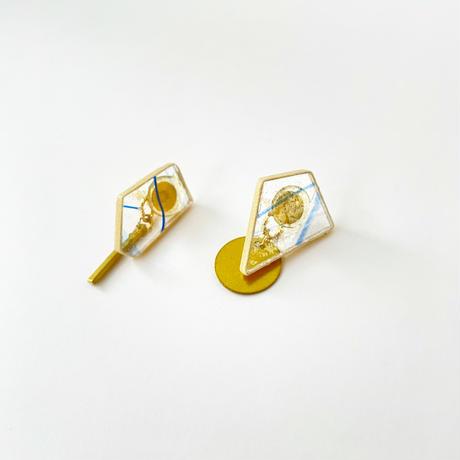 ガラスと真鍮の耳にピタッとタイプのピアス Glass and Brass earrings