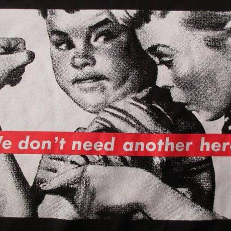 バーバラ クルーガー FOTOFOLIO We don't need another hero TシャツXL Barbara KrugerフォトART 現代美術 ボックスBOX【deg】