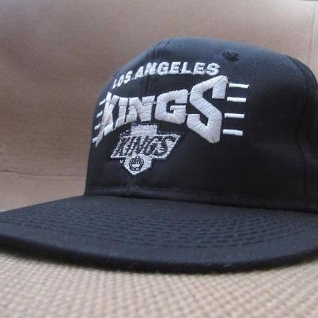 90's Los Angeles Kings ツバ裏グリーン 刺繍 キャップ 黒 ブラック ロサンゼルス キングス CAP NHL NWA N.W.A.【deg】