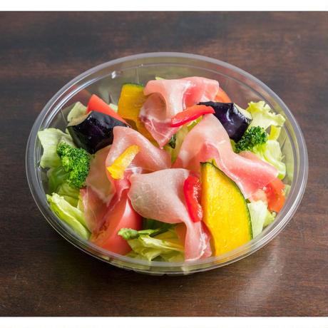 【MIRAI restaurant&cafe】生ハムのサラダ
