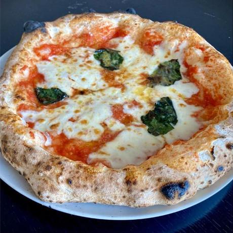 【レストラン アルマーレ】シェフの釜焼きピザ  マルゲリータ