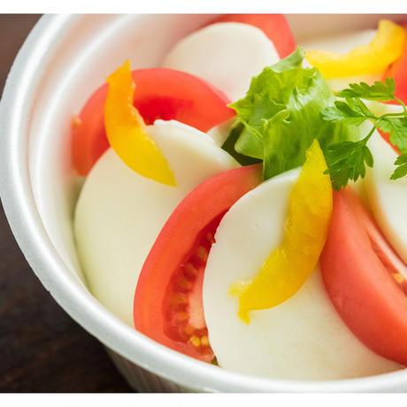 【MIRAI restaurant&cafe】トマトとモッツァレラチーズのサラダ