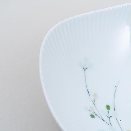 青磁釉染萩文波型小鉢