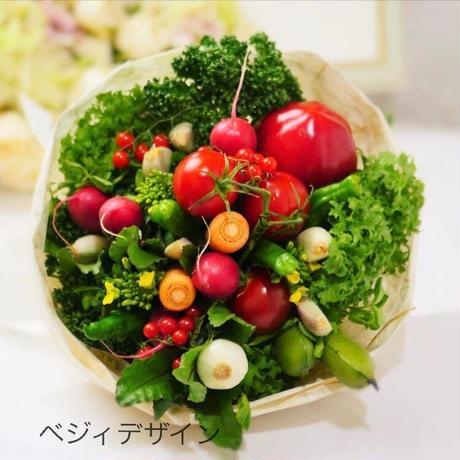 花嫁さんが手に持つブライダルベジタブルブーケ(クール便送料無料)