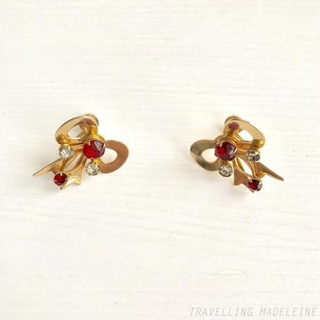 VINTAGE Gold Bow & Red Glass Screw Earrings ゴールドリボン&レッドグラス スクリューイヤリング(A18-37E)