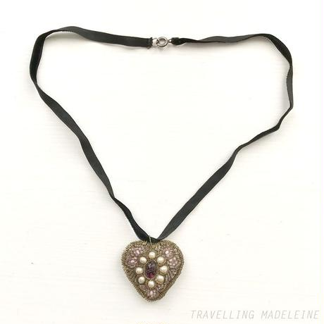 ANTIQUE Beaded Pink Heart Necklace with Velvet Ribbon ビーズ刺繍のピンクハート ネックレス(A19-104N)
