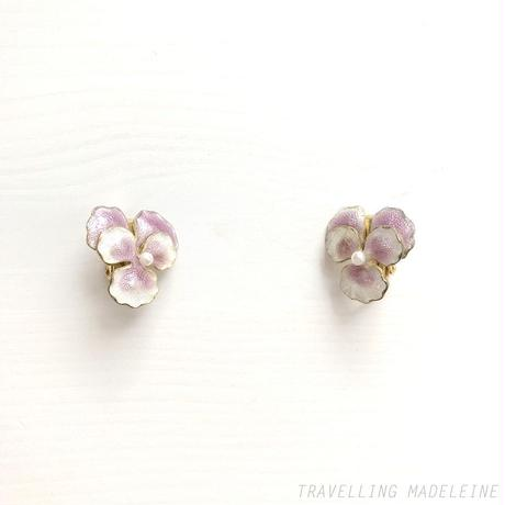 VINTAGE Enamel Pansy with Seed Pearl Clip Earrings エナメルパンジー & シードパール クリップイヤリング(Sp19-15E)