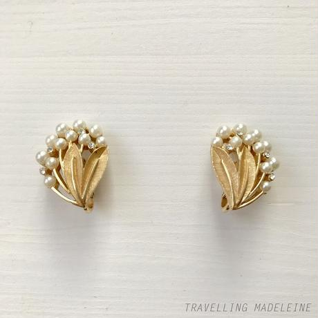TRIFARI 1950-60's Pearls and Gold Leaf Bouquet Clip Earrings パール & ゴールドリーフ クリップイヤリング(Su18-312E)