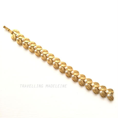 TRIFARI 1950-60's Gold Leaf & Faux Pearl Bracelet ゴールドリーフ&パールの実 ブレスレット (A17-110Br)