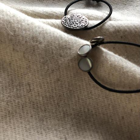 HEB / vintage buttons arabesque pattern