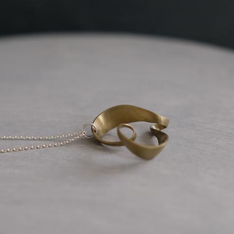 romana brass necklace