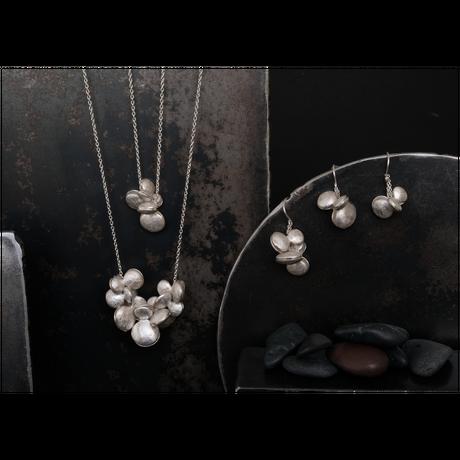 ヤマノイモのタネ 2粒 silver necklace
